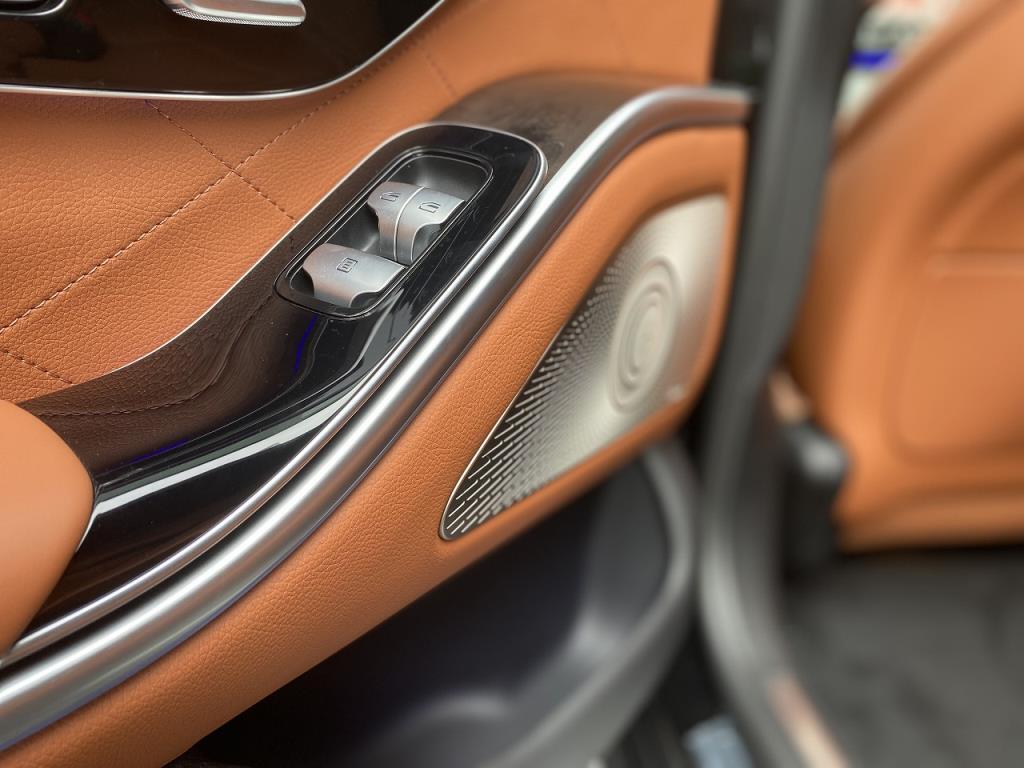 223型Sクラスの内装はフローティングデザインを採用
